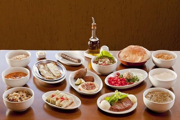 No cardápio estão dispostos 26 pratos, divididos por três rodadas (Crédito: Divulgação)