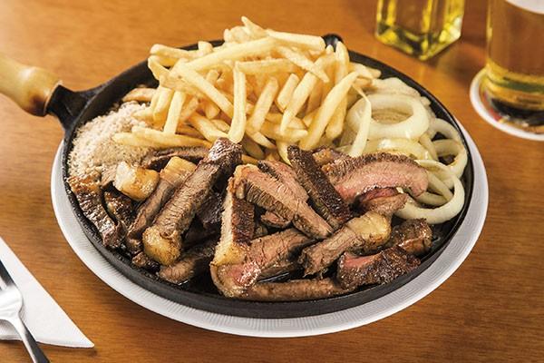 Cardápio conta com 14 opções de petiscos, 16 hamburgueres e 8 steaks (Crédito: Divulgação)