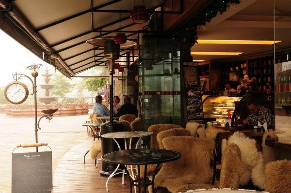 Com espaço externo e interno, restaurante acomoda cerca de 40 pessoas em três ambientes (Crédito: Luciana Bohn)
