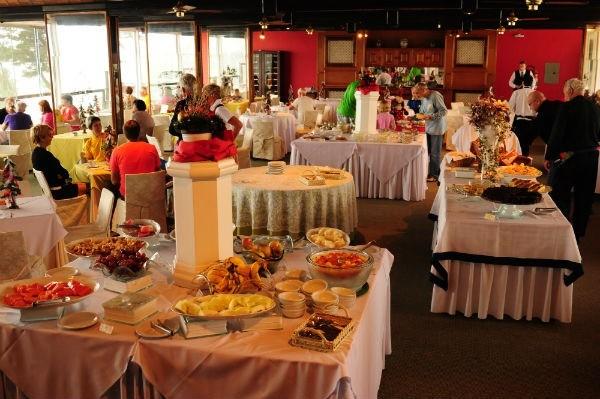 Com capacidade para 180 pessoas, o restaurante panorâmico garante vista privilegiada para o Vale do Quilombo (Crédito: Luciana Bohn)