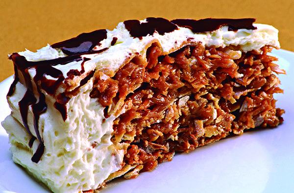 Entre as sobremesas, o destaque fica com a torta de alfajor (Crédito: Divulgação)