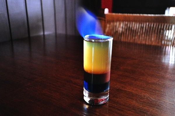 A casa oferece drinques coloridos e bem humorados (Crédito: Gabriel Petry/SDS)