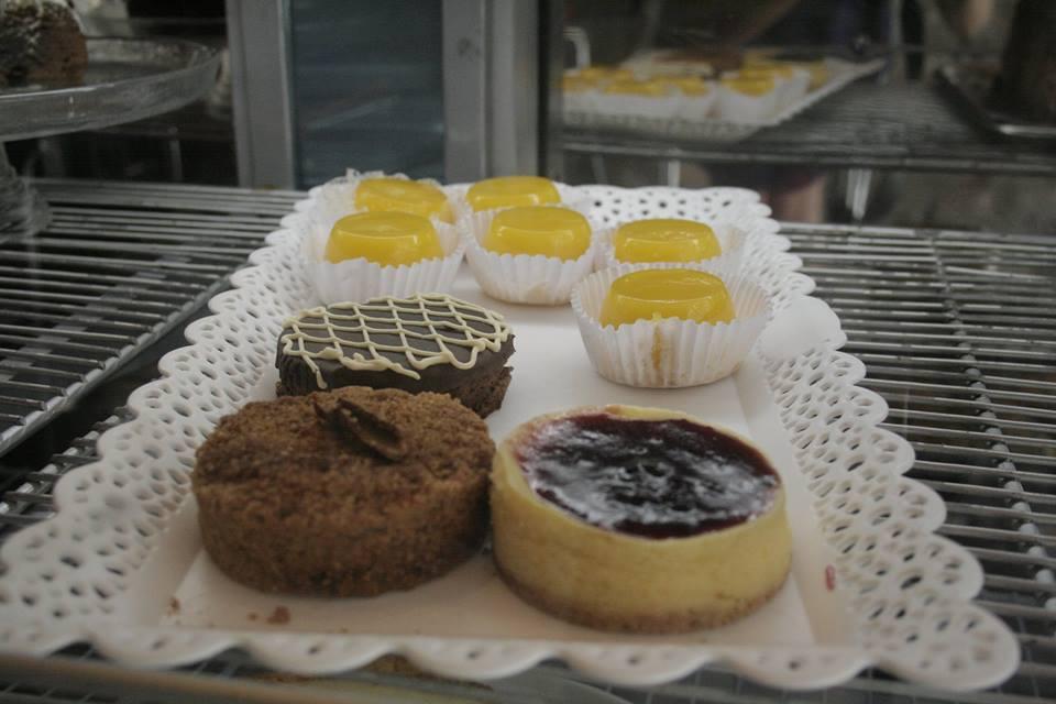 Tortas e doces também são opções de lanche na Break Café. (Foto: Élen Guimarães)