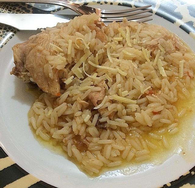 galinha com arroz