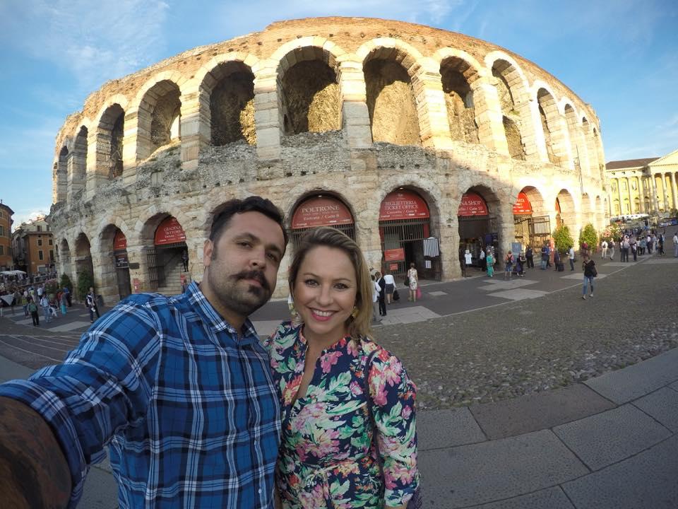 O casal na Arena di Verona, em Verona (Foto: Divulgação)
