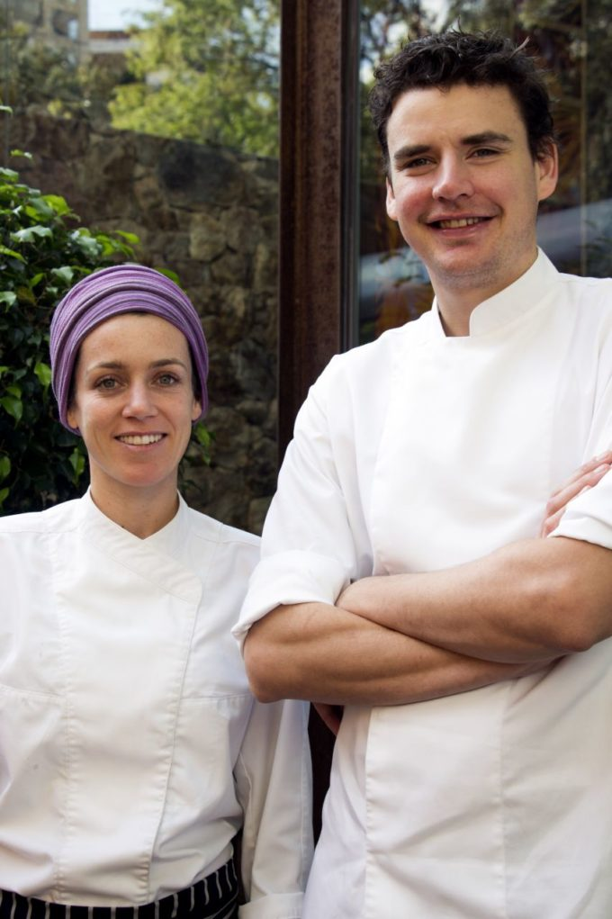 Restaurante de gastronomia espanhola contemporânea apresenta casal de chefs com sólida carreira internacional