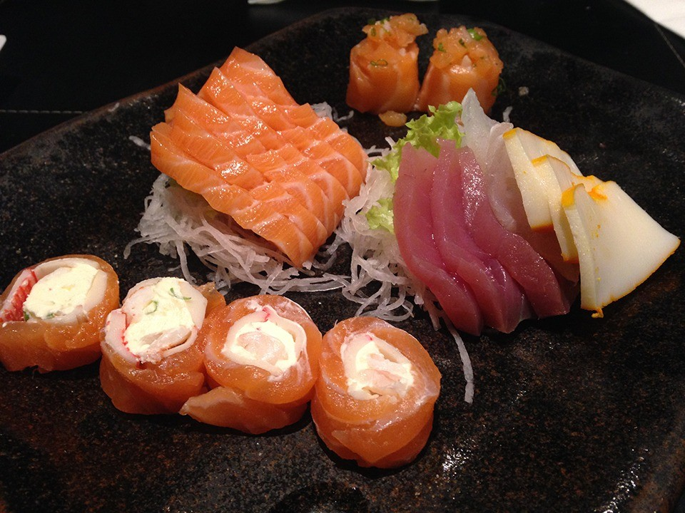 Sashimi conta com variedade de peixes. (Foto: Morgana Dias de Sá)