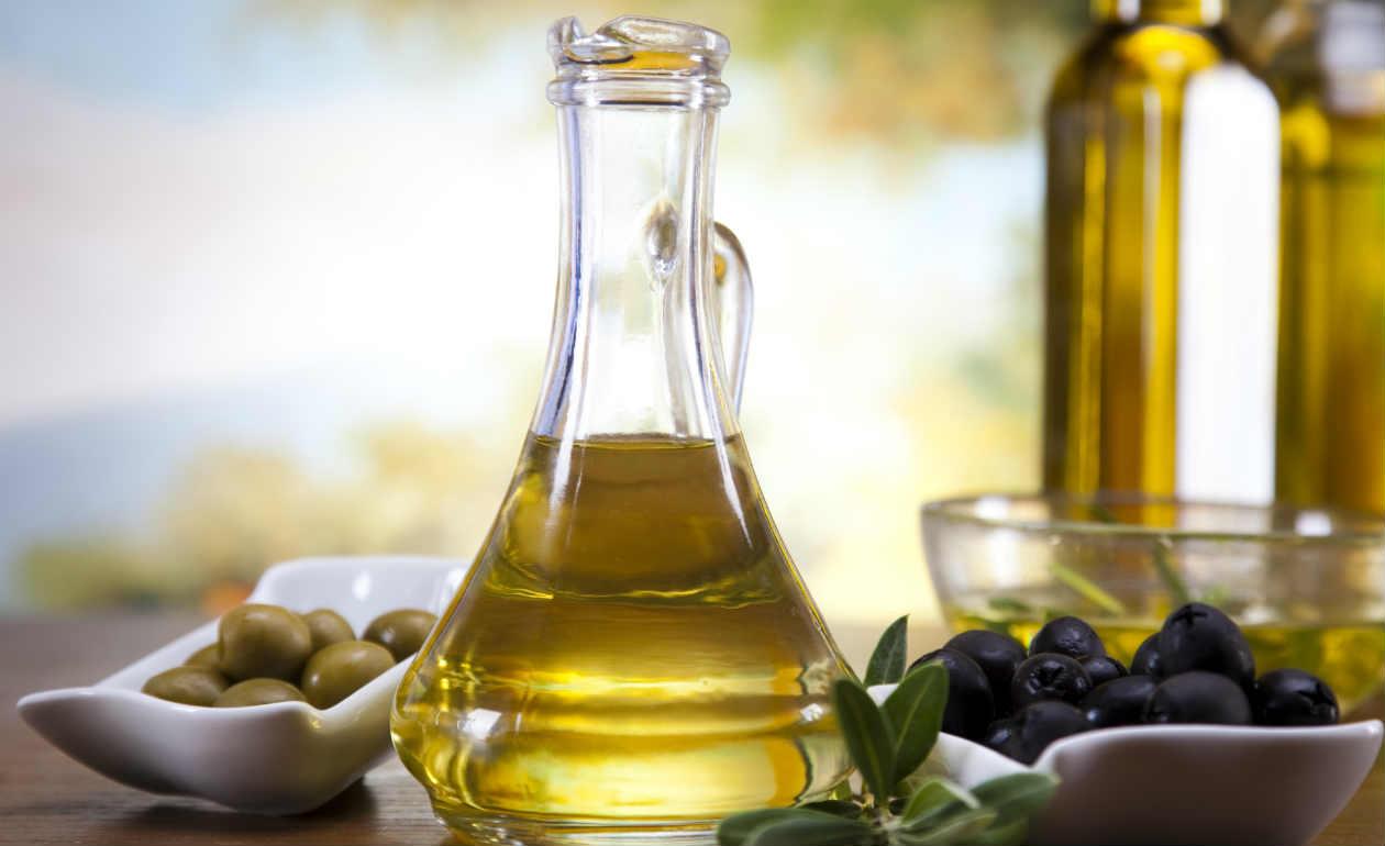 alimentos-que-ajudam-a-combater-o-câncer-azeite-de-oliva