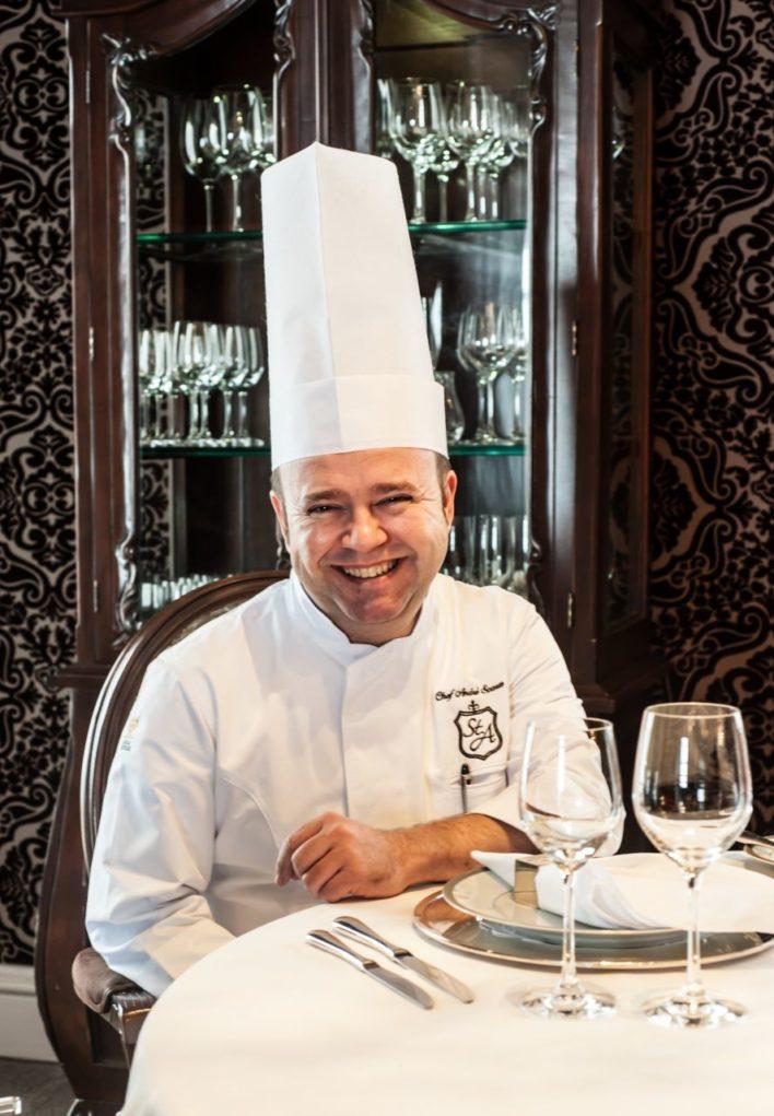 Chef André Soares: requinte gastronômico epratos exóticos levaram o reconhecido chef ao júri do principal concurso dealta gastronomia do mundo (Crédito: Divulgação)