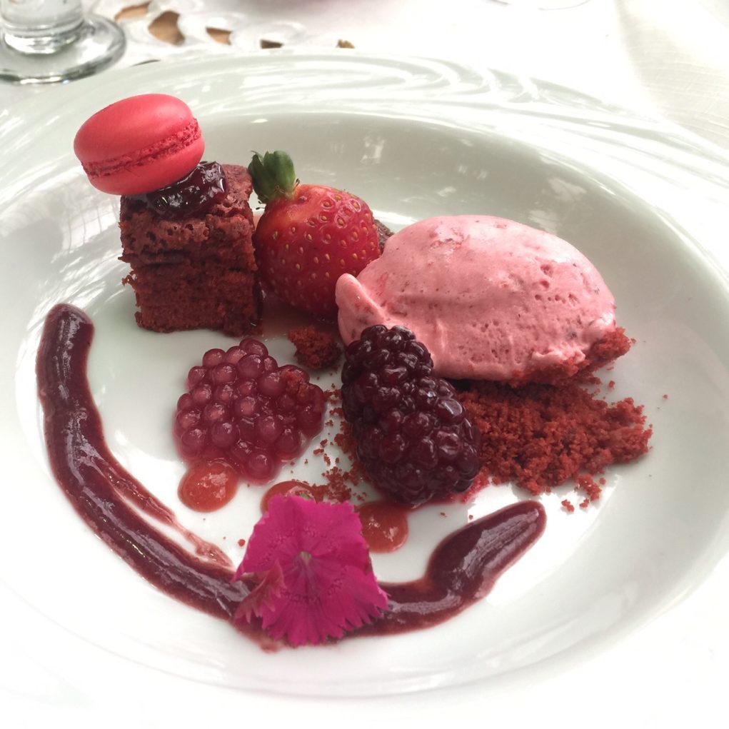 Sobremesa reverenciou os tons vermelhos do pomar Foto: Igor Amaral