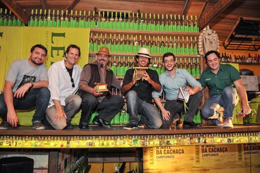 Reimann e os outros dois finalistas ao centro. (Fotos: Carlos Roberto/Leblon)