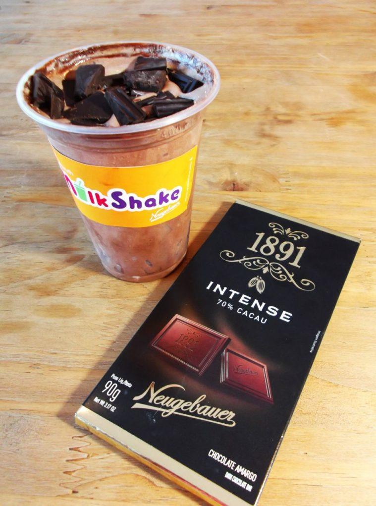 Milkshakes da sanduicheria recebem cobertura de chocolates da marca. Foto:Divulgação