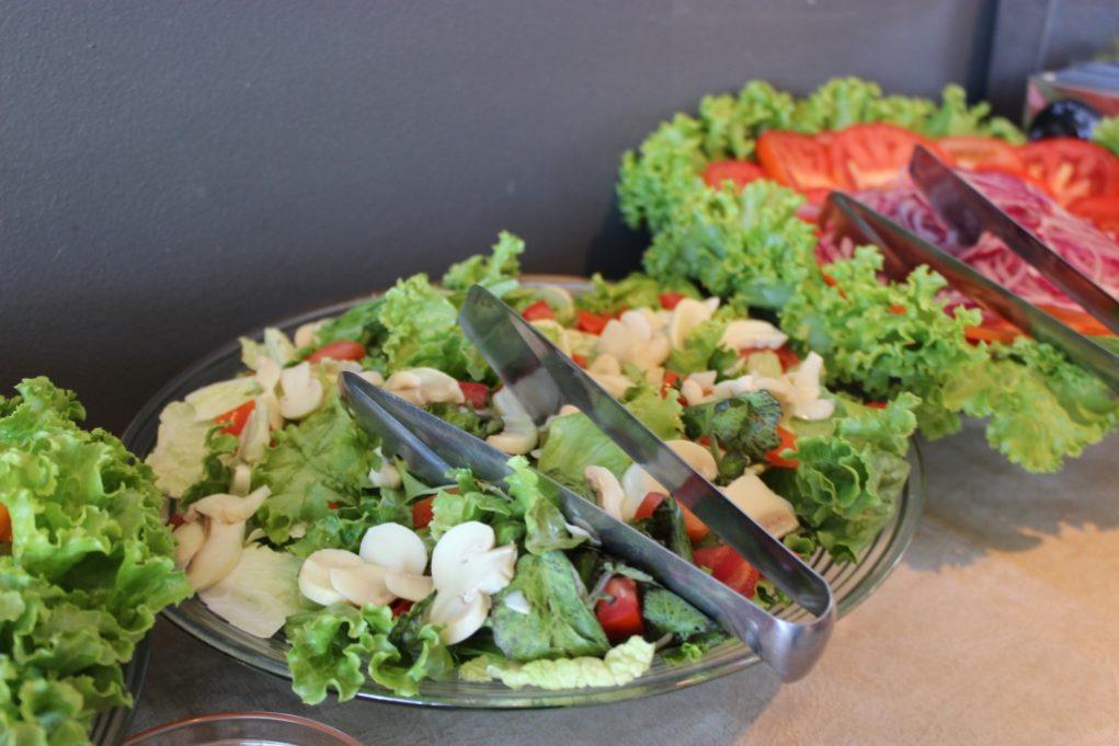 Para manter o foco na dieta, a casa oferece uma grande variedade de saladas. Foto: Igor Amaral