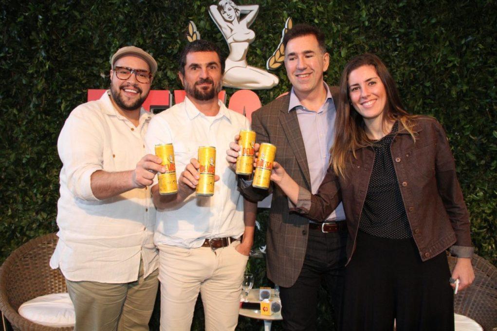 Tiago Abravanel, Cello (fundador de Devassa), Minas Vourodemies vice-presidente de MKT da Brasil Kirin e Jussara Calife Gerente de marketing da marca. Crédito Cleomir Tavares/Divulgação