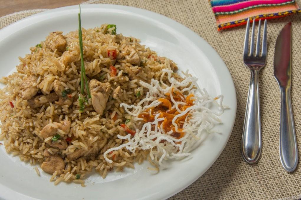 Arroz Chaufa de Pollo, um dos pratos servidos no Chola Guapa