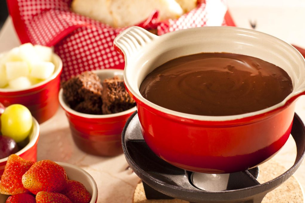 fondue-de-chocolate-meio-amargo