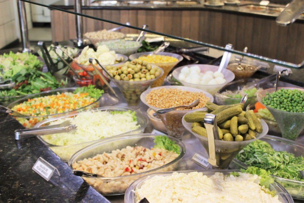 O buffet de saladas tem mais de 30 opções. Foto: Igor Amaral