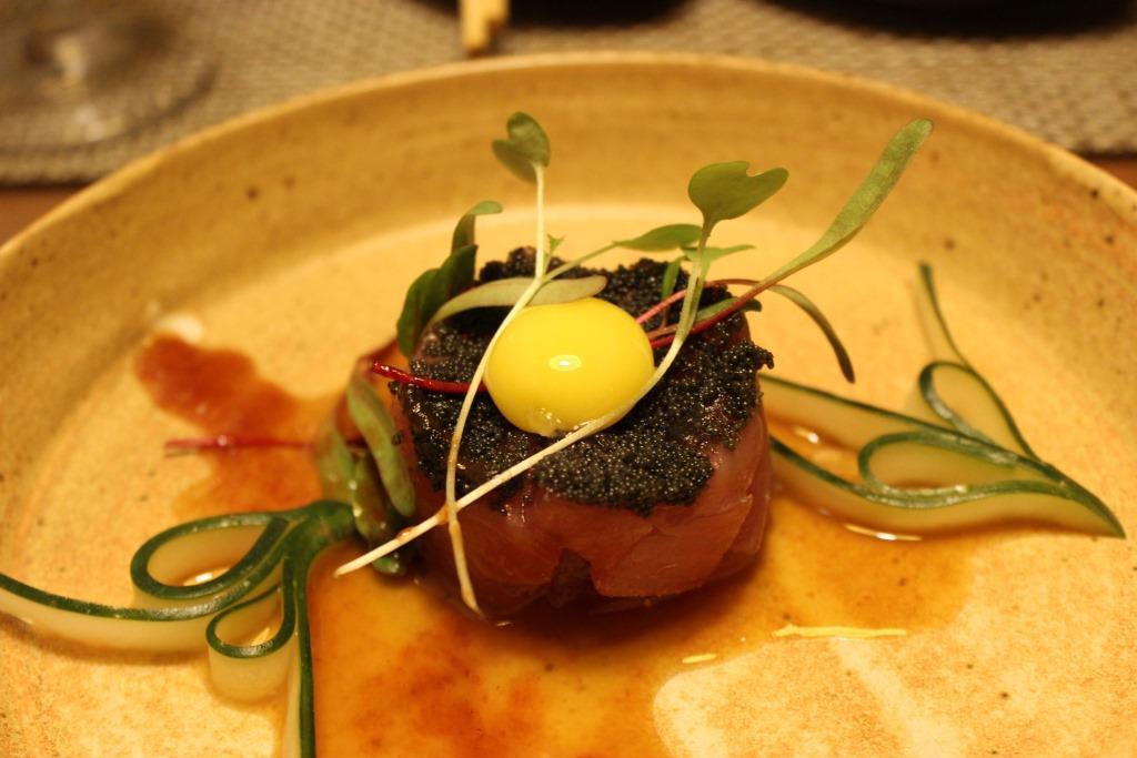 Tartar de atum com azeite trufado. Foto: Igor Amaral