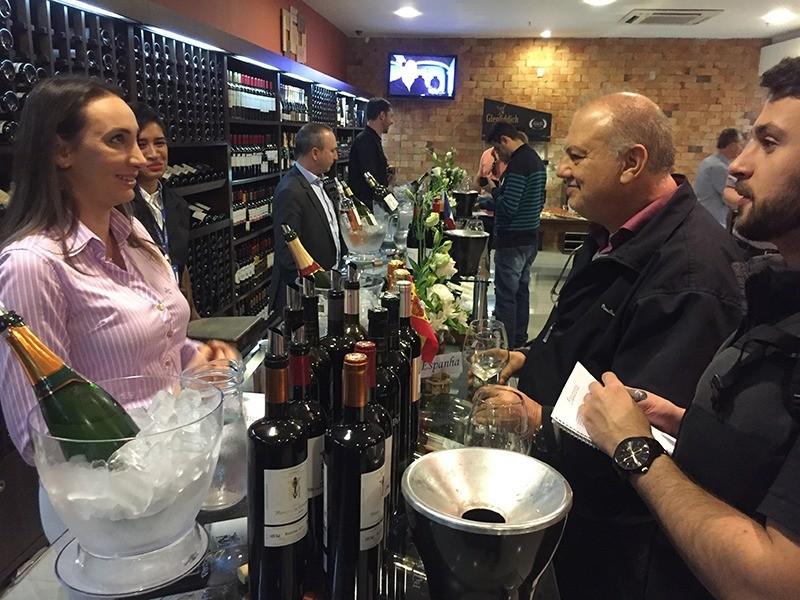 wine-tasting-porto-a-porto-convidados