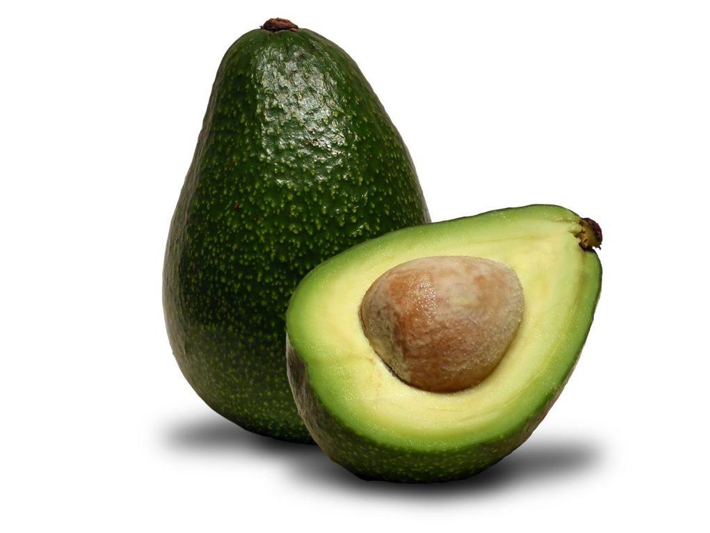 O abacate é rico em ômega 9, um dos únicos complexos que conseguem aumentar significativamente e comprovadamente o colesterol bom.
