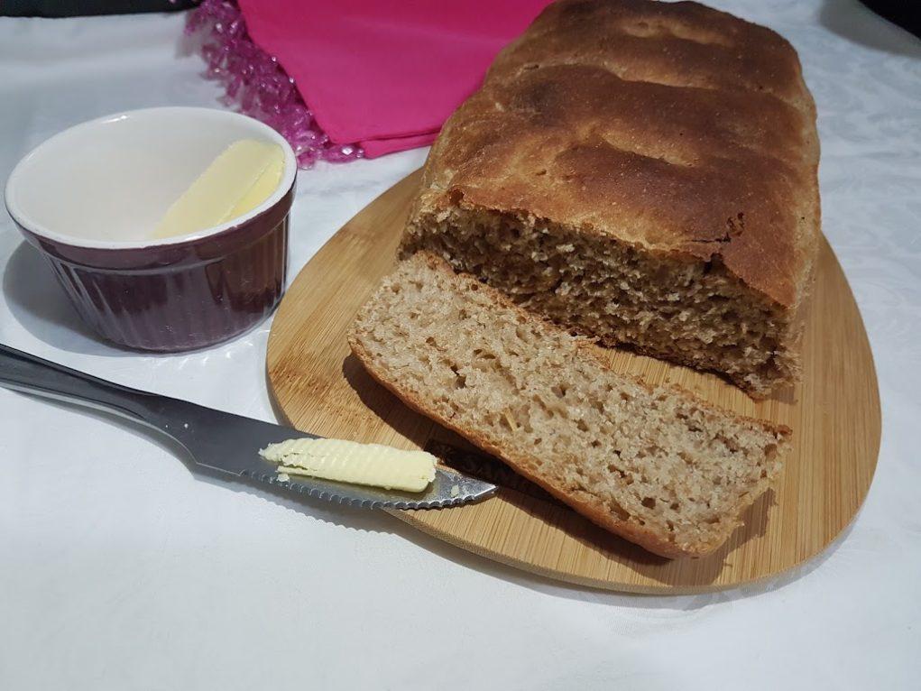 pão caseiro integral café da manhã