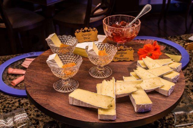 geleias e queijo