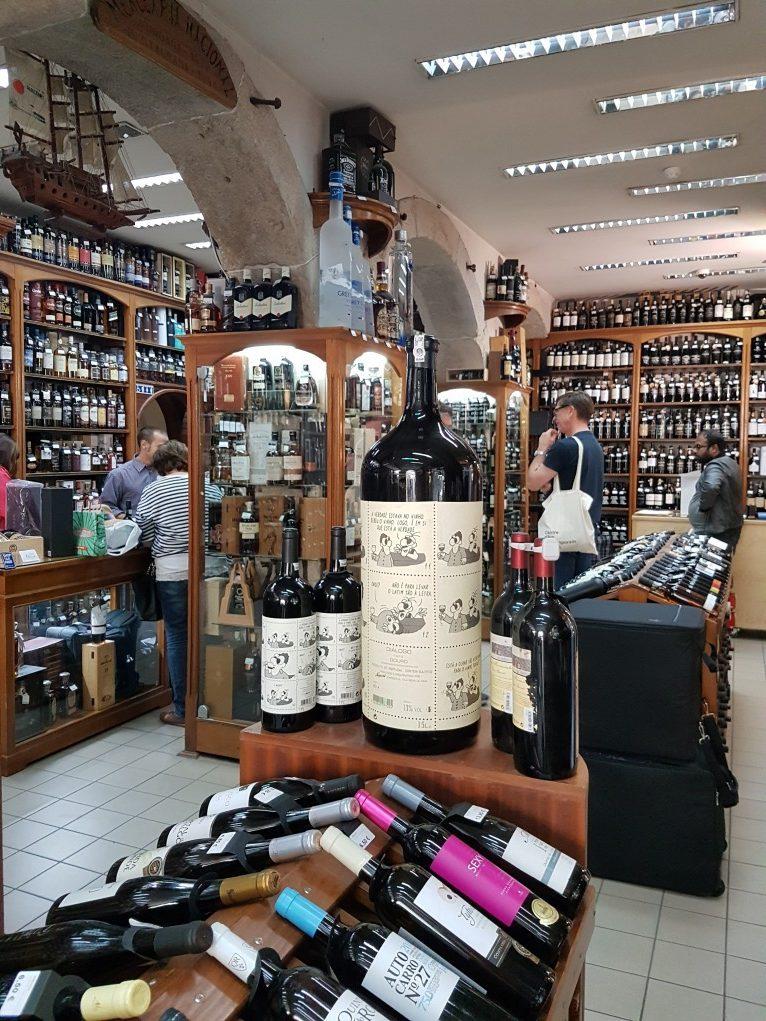 prateleiras de vinhos garrafeira nacional