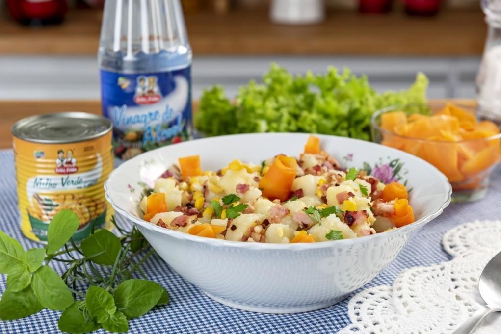 prato com salada de batata