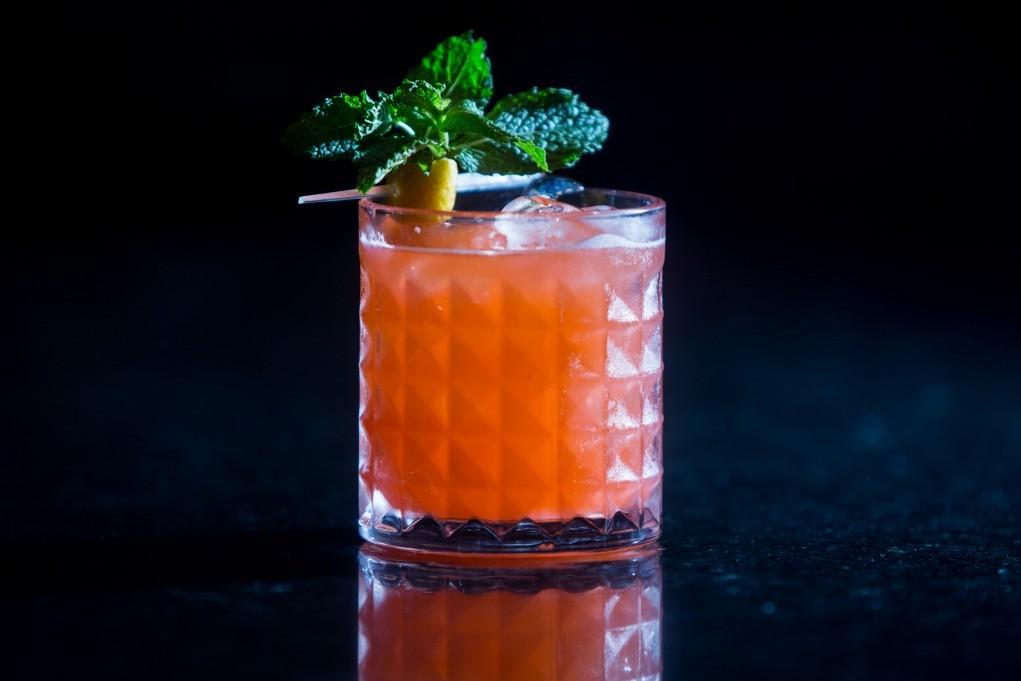 copo baixo gin tonica laranja