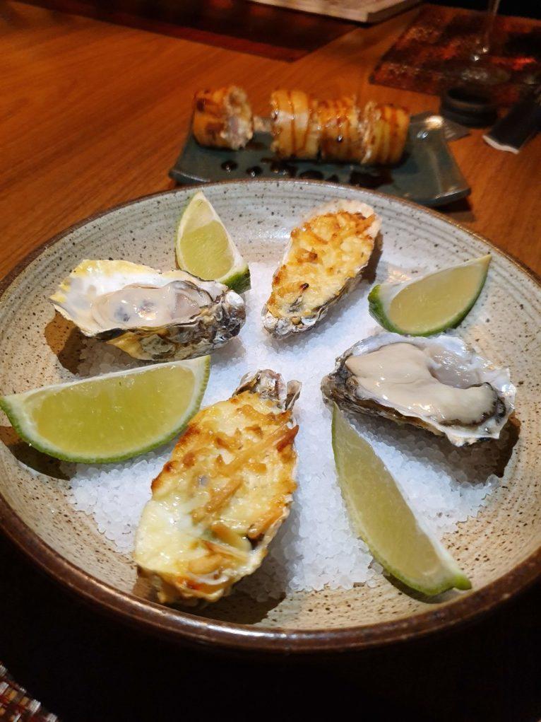 ostras cruas e gratinadas a gueixa capão da canoa