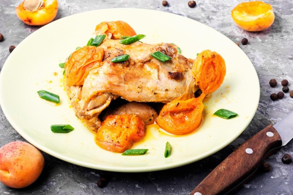 Peito de frango com iogurte e damasco