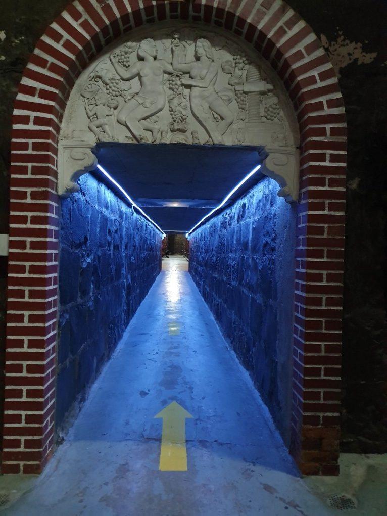 Túneis subterrâneos da vinícola Aurora